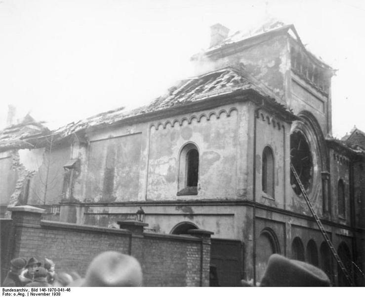 739px-Bundesarchiv_Bild_146-1970-041-46__Berlin__Synagoge_Fasanenstra_e_BArchBot.jpg