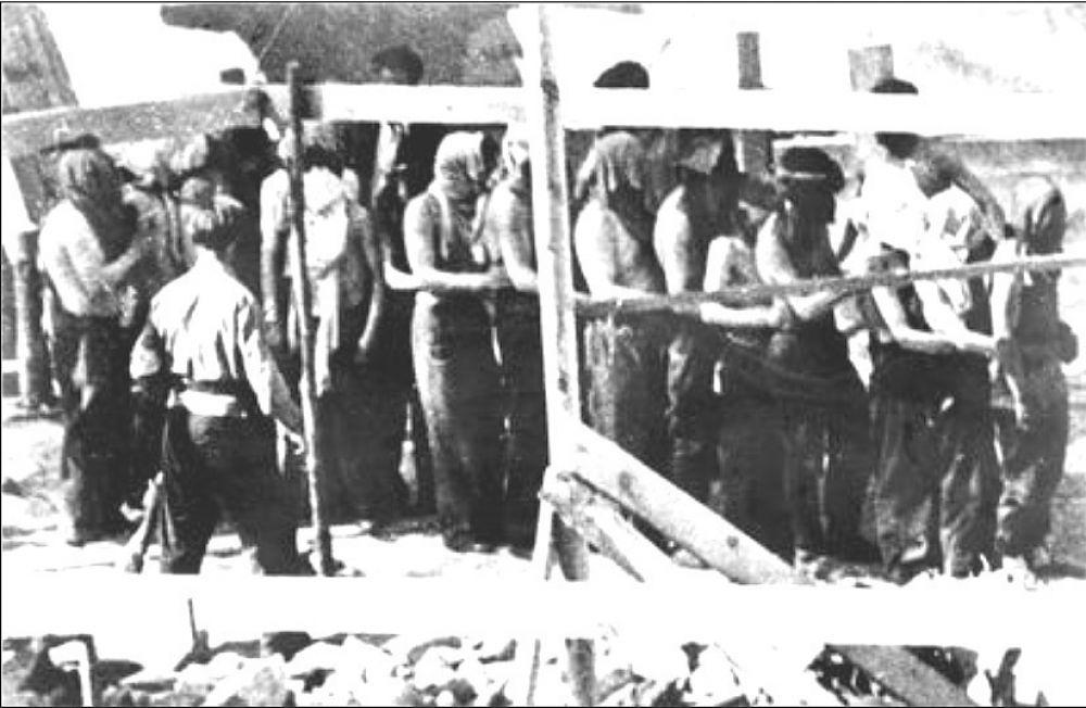 Ponary_1941_Lithuanian_Militia_Leading_Jews.jpg