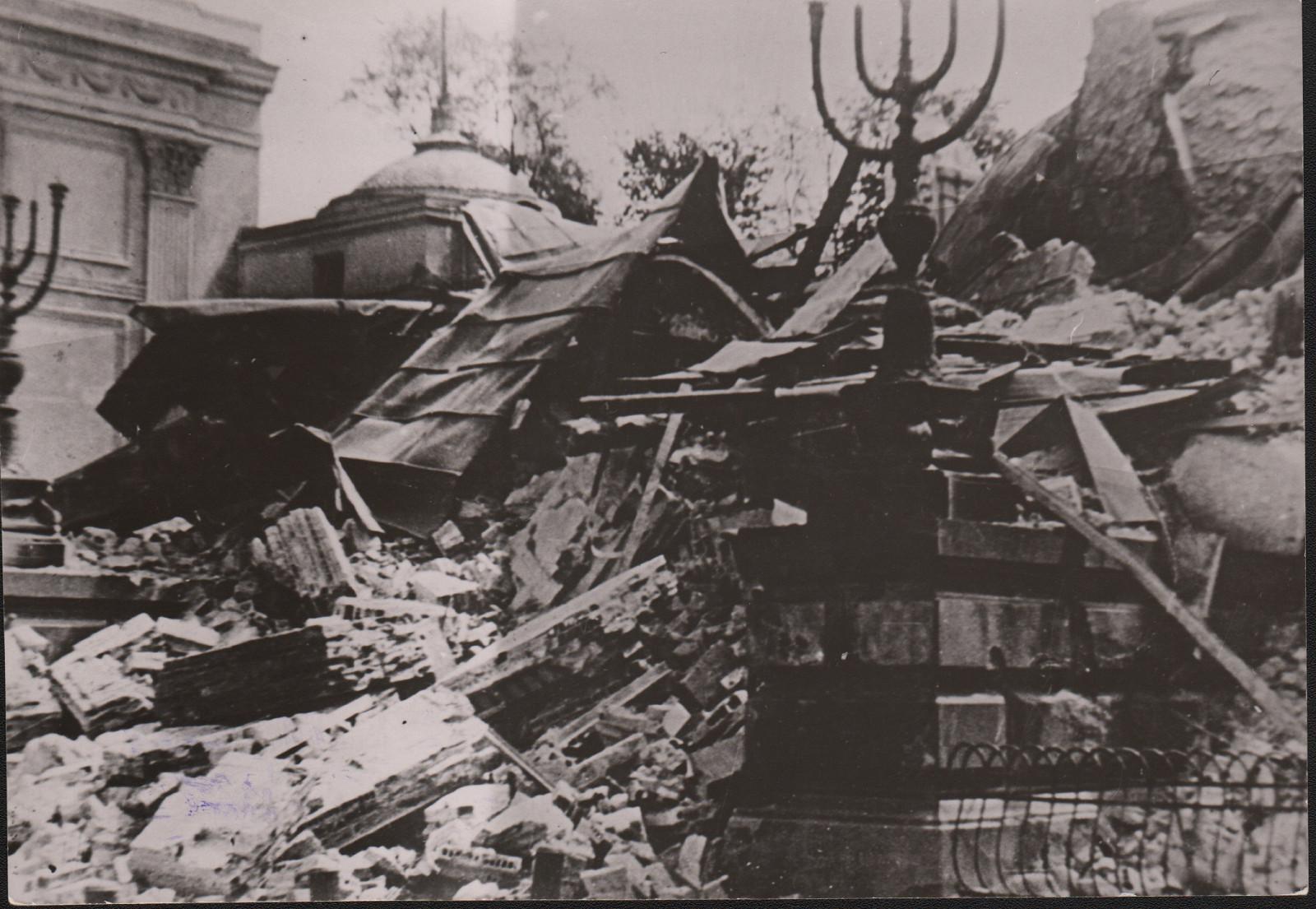 8._Ruiny_Wielkiej_Synagogi_po_16.05.1943r_001.jpg