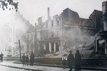 _en_Bia_ystok_smouldering_ruins_1941_NAC.jpg