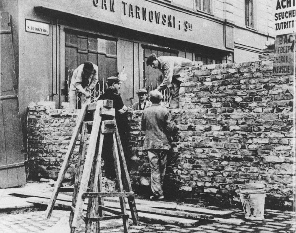 budowa_muru_getta_1940.jpg