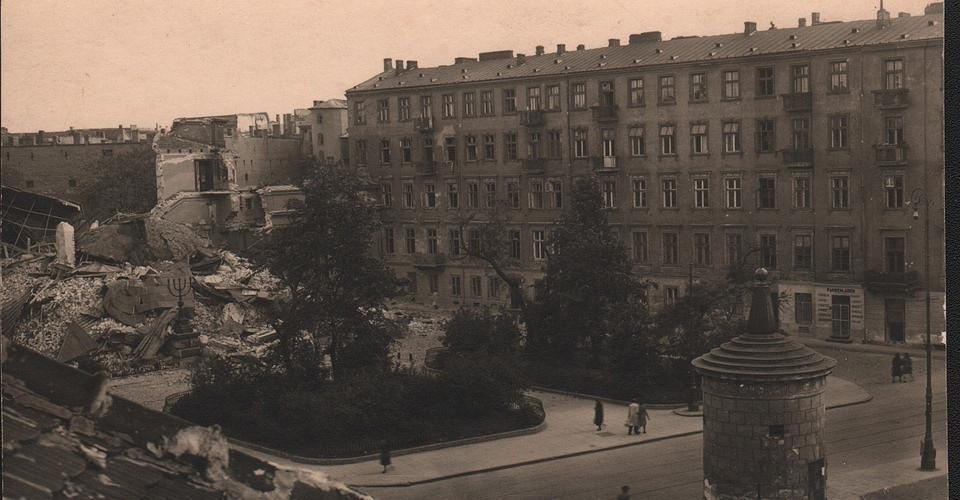 _en_wide_7._Ruiny_Wielkiej_Synagogi_po_16.05.1943r_001.jpg