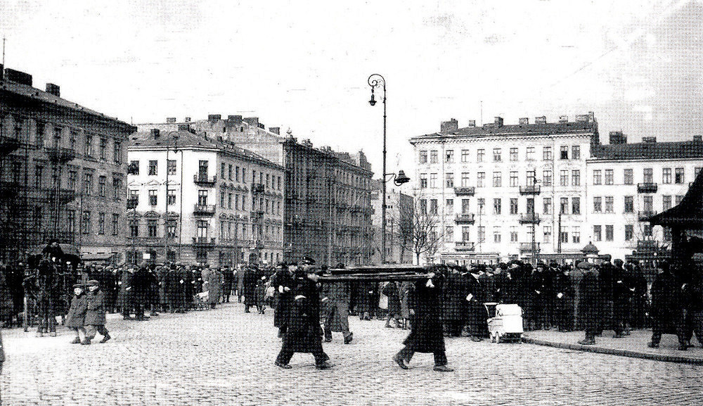 _en_Plac_Muranowski_w_Warszawie.jpg