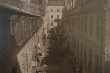 27._Podwo_rze_tzw._m_awskiego_domu_Nalewki_15__A._Kacyzne_1925.jpg