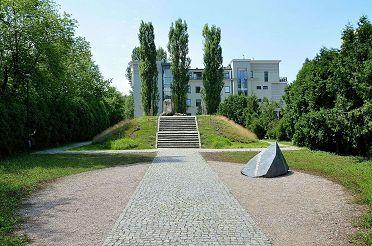 1280px-Mila_18_Memorial_in_Warsaw.jpg