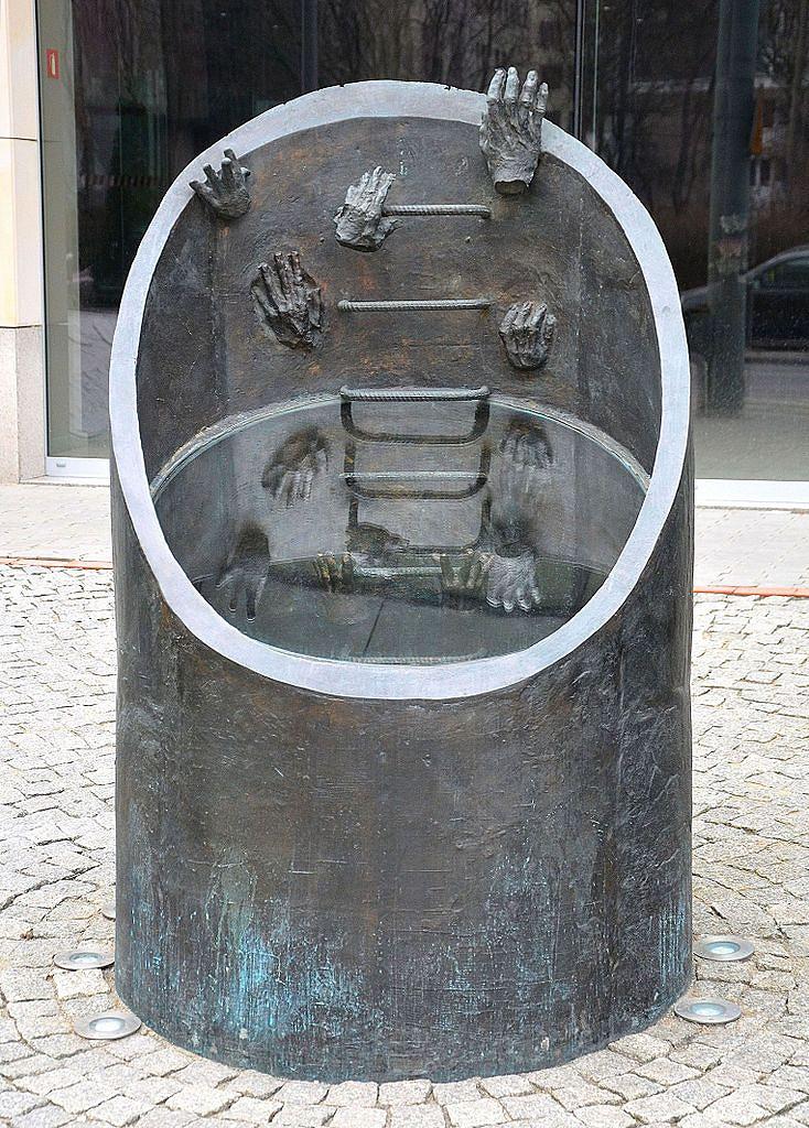 Pomnik_ewakuacji_bojowników_getta_warszawskiego_Grycuk.JPG [203.02 KB]