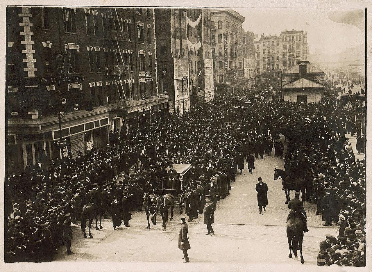 Shalom_Aleichem's_funeral,_Delancey_street,_NYC.jpg [392.81 KB]