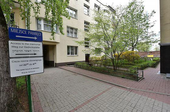 Fragment_murów_getta_ul._Sienna_55_Adrian_Grycuk_wiki_ccbysa30.jpg
