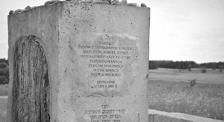 Jedwabne_pomnik_wiki_fotonews.jpg