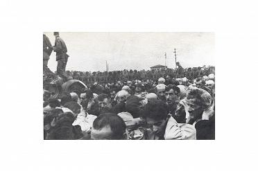 Likwidacja getta w Białymstoku, 16-20 sierpnia 1943 r. Zdjęcie wykonane przez niemieckiego żołnierza. Źródło: Szymon Datner, Walka i zagłada białostockiego ghetta